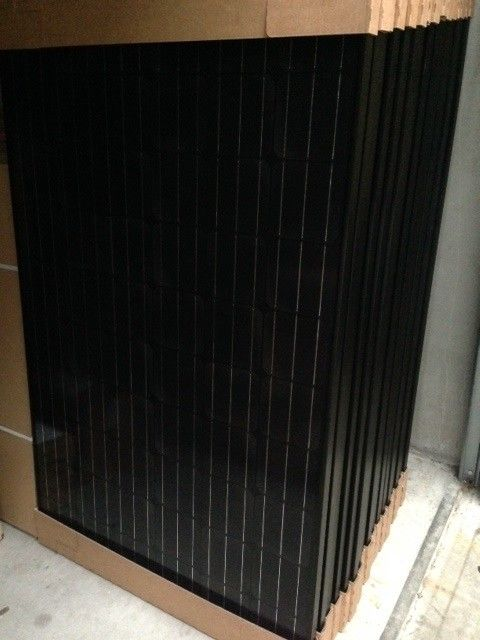 3 x 300W (900 W !) 24V Zonnesysteem met Daglichtpaneel / Black Premium Monokristallijn zonnepaneel-0