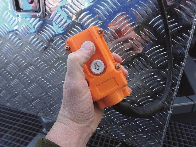 Elektrisch hydraulisch bedienbare aanhangwagen voor vervoer mobiele terrein beveiligingsmast cameramast -2341