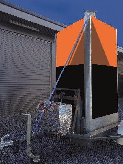 Elektrisch hydraulisch bedienbare aanhangwagen voor vervoer mobiele terrein beveiligingsmast cameramast -0