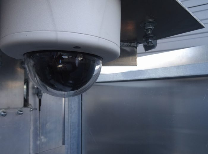 Cameramast Beveilingsmast + UPS pakket 12U + LED verlichting + IP Camera PTZ VCA-2428