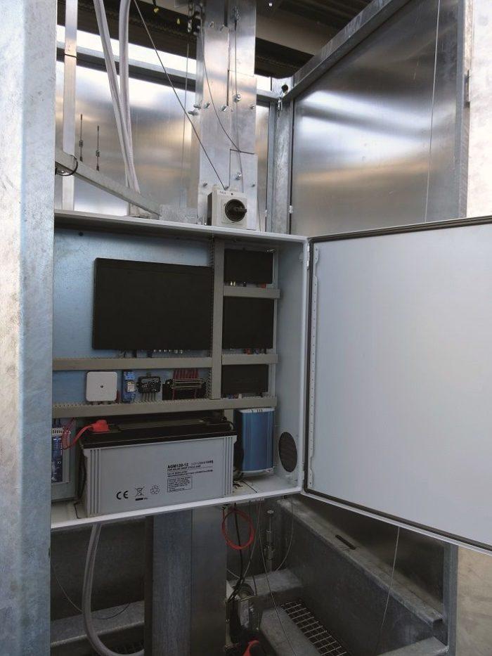 Cameramast Beveilingsmast + UPS pakket 12U + LED verlichting + IP Camera PTZ VCA-2423